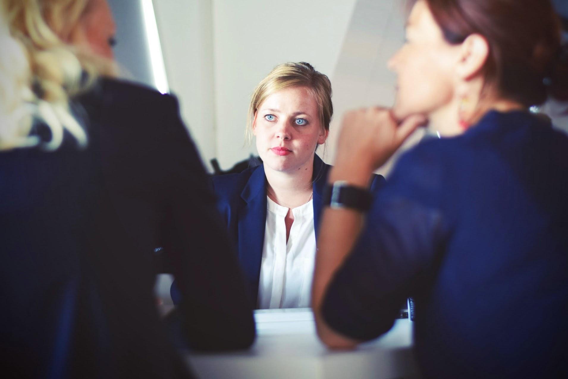 Photo lors d'un entretien d'embauche d'une personne en situation de handicap